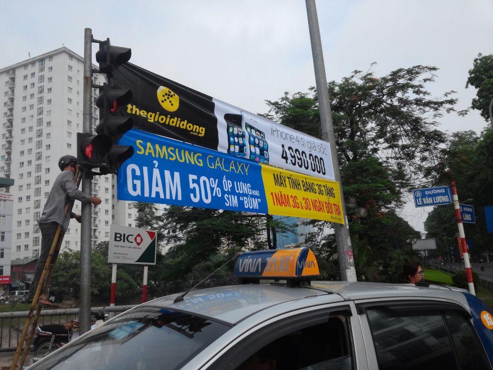 in băng rôn quảng cáo Hà Nội